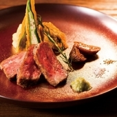 贅沢な香りと味わい『軽く炙った飛騨牛のレアステーキ』