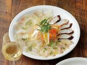 毎日、直送される新鮮な魚から旬のものを盛り合わせでご提供いたします。  ピッコロ(小)1~2名さま:1380円 グランデ(大)3~5名さま:1780円