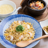 KITTE名古屋での買い物後には、気軽に本格中華を味わえる【LONG-hu BISTRO】へ。楽しかった買い物でのお話をしながら、美味しい中華を食べて、疲れた体を癒しましょう。