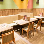 名古屋駅から徒歩1分とアクセス抜群で、買い物や仕事帰りなど、女性1人でも気兼ねなく利用できる優しい雰囲気の店。気取らない店なので、気軽に立ち寄って美味しい料理とお酒を堪能できます。