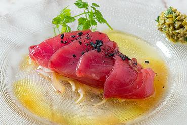 肉の旨味を堪能できる『Aging Pepper steak(エイジングペッパーステーキ)』