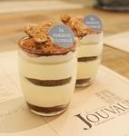 発酵バターを使用したサクサクのパイ生地に ショコラティエショコラクリームをサンド