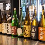 世界きき酒師コンクール世界大会ファイナリストであり、名誉きき酒師のオーナーが厳選した約100種類の日本酒の中から、その日おすすめの25種類をラインナップ。たっぷり飲み比べができるとあって人気のコースです。