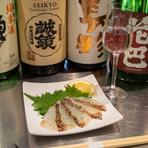 きき酒コースを楽しみつつ、酒肴とのマリアージュを味わえる店。友人同士で気軽に利用できるカジュアルな雰囲気が魅力です。日本酒初心者も気軽に利用でき、好みの日本酒が見つかることでしょう。