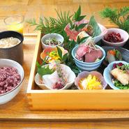 旬の食材を使用した、シェフ手作りの6種のお惣菜膳。  惣菜6品+豚汁+十六穀米