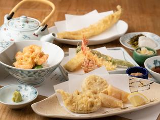 天ぷらは油にまでこだわり、【つな八】オリジナルのごま油を使用