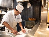 職人の巧みな技が冴えわたる、揚げたての天ぷら