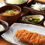和豚もちぶたの脂部分は甘くさらさらとしているので、食べた後もさっぱりとしています。ガッツリ食べて「とんかつ」の醍醐味を楽しみましょう。