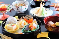丸盆に入れて(季節の料理いろいろ)・造り・湯葉真蒸の吸物・天ぷら・きのこ御飯・デザート
