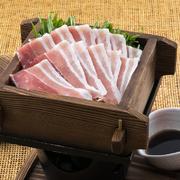 きめ細やかな肉は、歯切れよく柔らか。ポン酢で召し上がり下さい。