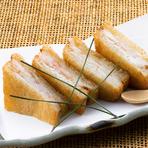 中国をルーツとする、長崎名物の揚げパン。海老のすり身とサクサクのパンが絶妙にマッチした、まさに多文化の味わいです。