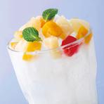 九州名物の白くまアイスをサワーで再現! 見た目も可愛く、しゃりしゃりに凍らせた焼酎と練乳の甘さが、どこか懐かしい気分にさせます。