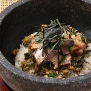 卓上で混ぜ合わせます。高菜とチャーシューの旨味、明太子が絶妙にマッチ!