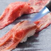 細かい肉質とバランスのよい霜降り。九州産の上質ロース肉です。
