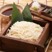 長崎県本土よりさらに西にある五島列島の郷土料理。コシが強くぷるんとした食感をお楽しみいただけます。