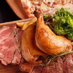 チョップドサラダとシカゴピザは人気の3種から選べる!厳選山形の和牛ステーキが堪能できる豪華コース♪