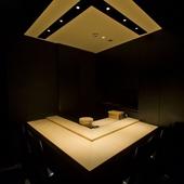 カウンター&専属板前付きの個室も完備