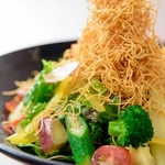 中華街発祥の皿うどんを和風な感じのサラダに!