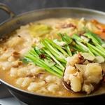 博多にきたらもつ鍋も外せない逸品。ぷりぷりのモツと出汁のしみ込んだ野菜が美味しいい! 〆は中華麺がおすすめです!
