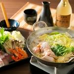 コースでも人気の鶏塩鍋を単品でもご用意! 〆は雑炊やうどんがおすすめです!