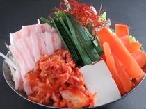 ピリ辛で人気の『豚キムチ鍋』