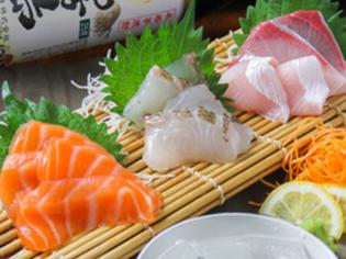 「旦過市場」から厳選して仕入れる旬の鮮魚を刺身で