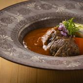 締めの前には、ボリュームある肉料理。赤ワインとの相性も抜群の『佐賀牛と季節野菜の炊合せ』