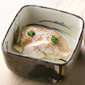 フワフワの食感と、濃厚な脂の旨みに感激する『ノドグロの飯蒸』