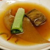そうめんの藁の中には上品な甘み。目でも味わえる『栗豆腐の俵揚げ』