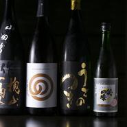 日本酒は店主が飲んでおいしいと思えるもの、料理の邪魔をしないものをセレクト。お客様の反応を見ながら、銘柄はいろいろと入れ替えています。