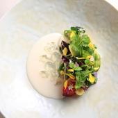 ランチ、ディナーを問わずに登場する『菜園』は、たっぷりの野菜を使用するスペシャリテ