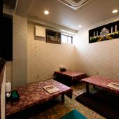 ゆったりと座れる座敷席の半個室は、4~10名まで収容可能