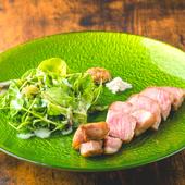 素材の味を活かした『帯広産180日放牧 ドロ豚肩ロース肉のステーキ~マスタードとお塩~』