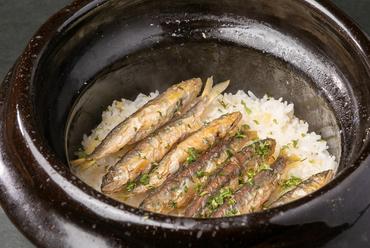 土鍋で炊き立て、ホカホカの『鮎ごはん』