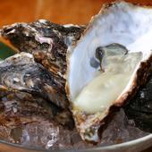 殻をあけてすぐに食すことで、旨みがまるごと味わえる『殻付き牡蠣』