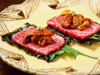 やわらかなリブロース肉と濃厚な生ウニを一緒にいただく、贅沢な一品『備前黒牛うにく』
