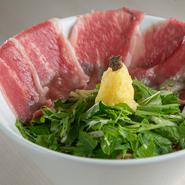 きめ細かく柔らかな近江牛とレモンの酸味、そしてトリュフの芳醇な香りが相性抜群です。