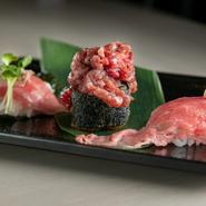 季節でラインナップが変わる3種類の肉寿司。炙りはもちろん、肉巻き寿司をまるごと揚げた「揚げ寿司」も絶品です。