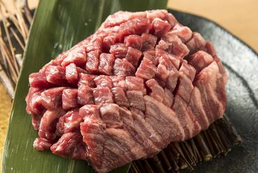 ジューシーな味と噛みごたえが絶品『厚切りハラミステーキ』