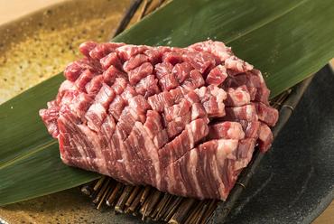 レアでも食べられる鮮度抜群の『厚切りハラミステーキ』