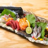 市場直送の鮮魚を4種類堪能できる『お刺身盛り合わせ』