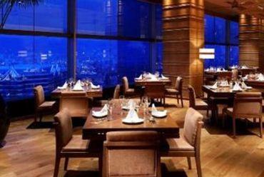 神戸を一望。ホテル最上階レストラン