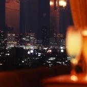 神戸の町並みを眺めながら優雅なランチ・ディナーを。