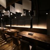京町屋のお洒落な店内。一階にはずらりと並ぶワインセラー有