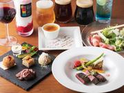 フルーツスムージーカクテル、クラフトビール、果実酒などを含む飲み放題は300種類以上取り揃えられています。4品の料理は旬魚又は肉料理から選べる充実ぶり。予約制のため、事前にさまざまな相談ができます。