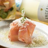 上質で甘い安芸津産「赤じゃが」使用。程よい塩気とのバランスが絶妙な『アンチョビポテトの生ハムボール』