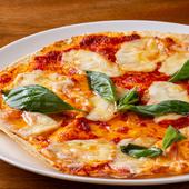 軽い食感の生地にハーブとアンチョビ風味のトマトソースがマッチ『マルゲリータ』