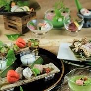 季節の「走り・旬・名残」と、季節ごとに「出合う食材」、そして素材そのものの味を活かすことを考えながら仕上げられた料理です。 ※画像は一例です。季節や仕入れによって内容は変わります。