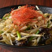 店一番の人気メニューである「肉野菜炒め」をピリ辛味に仕上げた『しびれ野菜炒め』