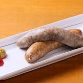 ハーブとスパイシーの2つの味で人気上昇中、ラム肉100%の『ソーセージ2種盛り』
